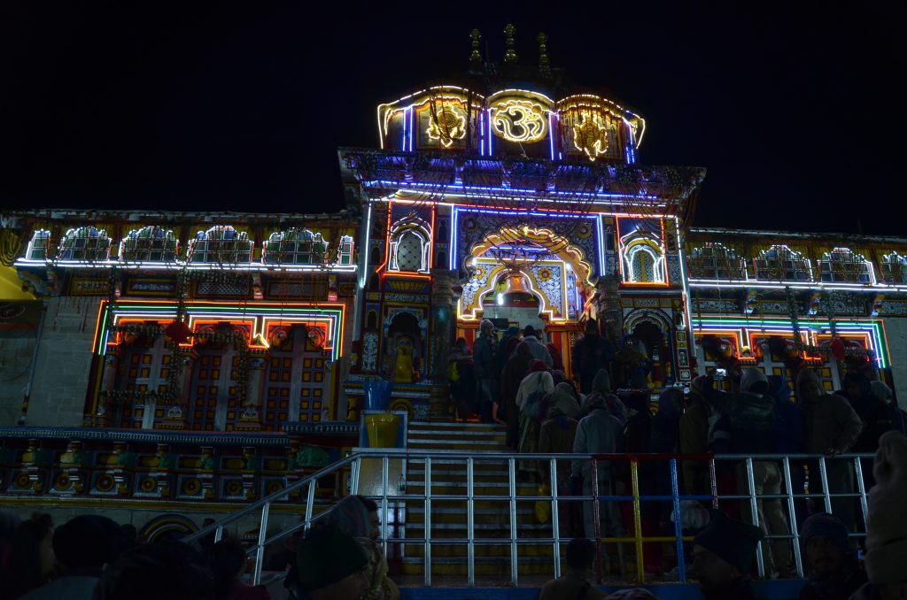 Храм Бадринатх ночью